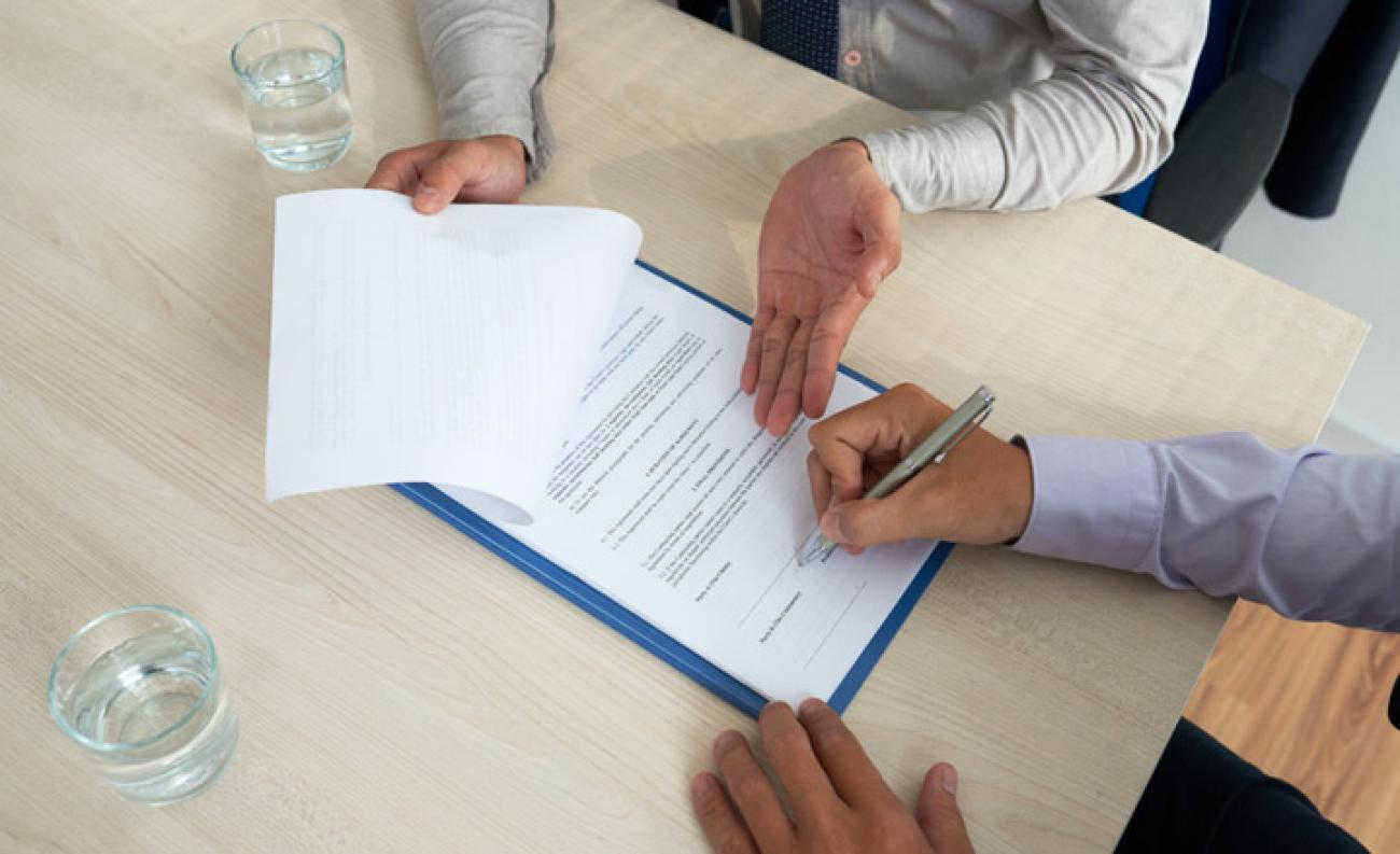 Hợp đồng đặt cọc mua bán nhà đất bắt buộc phải công chứng?