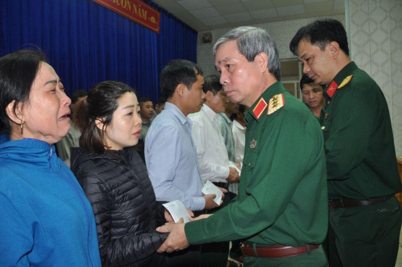 Thăm hỏi, động viên và hỗ trợ 22 gia đình cán bộ, chiến sĩ Đoàn 337 hy sinh